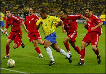 Denilson jugaba en el Betis cuando ganó el mundial de Corea y Japón/ Getty Images