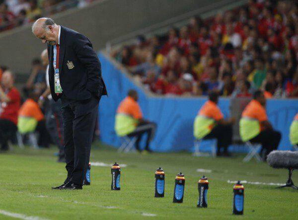 Del Bosque se lamenta durante el encuentro ante Chile/ Pablo García