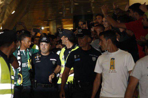 Nani, aclamado como un héroe que regresara triunfal/  João Miguel Rodrigues