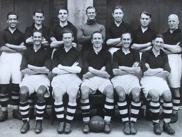 McInnes, el primero por la izquierda de la fila de arriba, con la selección escocesa/ SFA