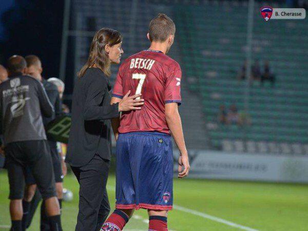 Corinne Diacre ha hecho historia al ser la primera entrenadora de un equipo masculino profesional/ CFA