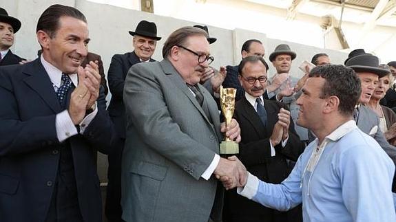 Una escena de la película, con el actor español, Antonio de la Torre, a la izquierda/ Leuviah Films