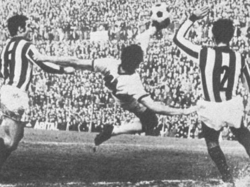 Riva era capaz de hacer golazos como este al Vicenza en la 69/70, año en el que ganó la Liga/ Wikimedia
