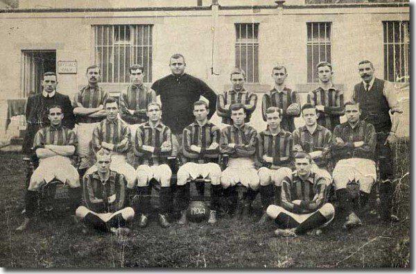 William 'Fatty' Foulke en su último equipo, el Bradford/ Wikimedia