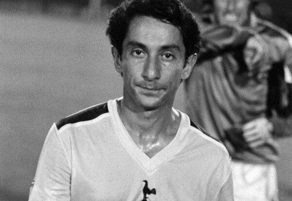 Osvaldo Ardiles, abrió el camino para las estrellas argentinas en Inglaterra/ AP