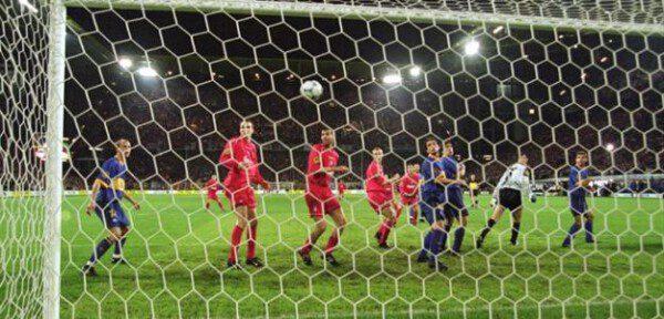 El gol en propia meta de Delfí Geli supuso el fin del sueño alavesista/ Getty Images
