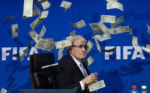 Sepp Blatter dejó la FIFA por un escándalo de corrupción/ AP