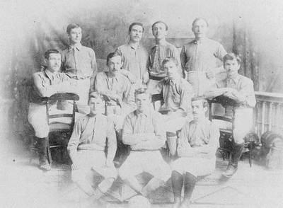 El Milford Everton de Willian McCrum (segundo por la izquierda en la fila central)/ IFAB