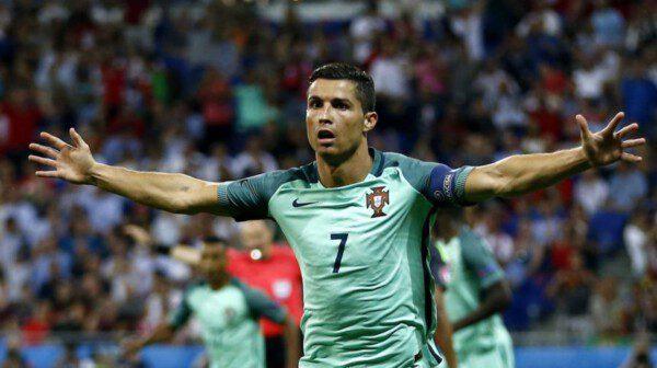 Cristiano Ronaldo es el heredero de Jordão y Nuno Gomes/ AP
